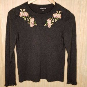Cable & Gauge Embroidered Crew Sweater. Medium